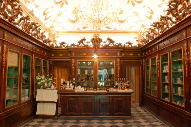 Grand Hotel Villa Cora e Officina Profumo Santa Maria Novella, Antica Spezieria