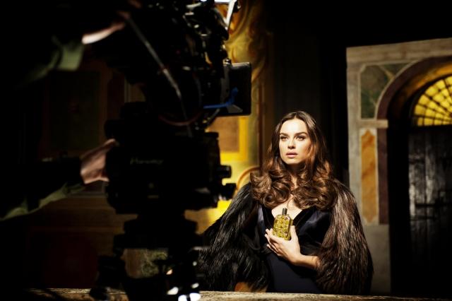 Katia Smutniak nel backstage di Furiosa di Fendi