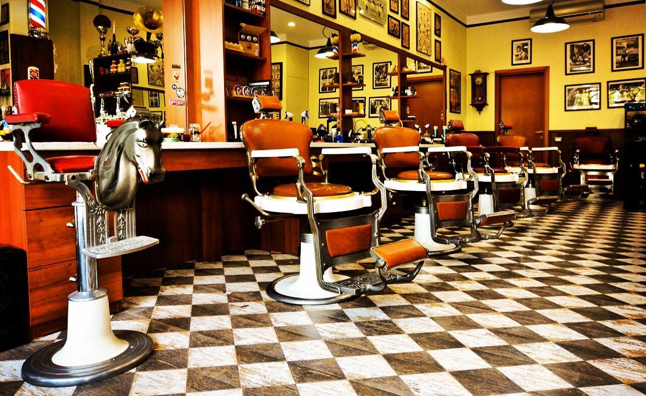 Hiro barber shop lunga vita alla barba beauty post for Arredamento barbiere