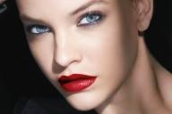 armani-beauty-visual_barbara-palvin_lip-power_credit-david-sims